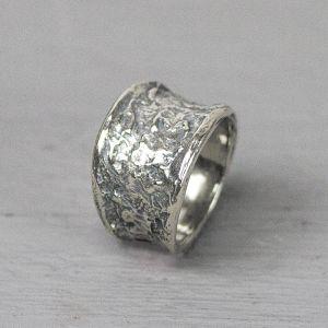 17786 - Ring zilver oxy met grove structuur