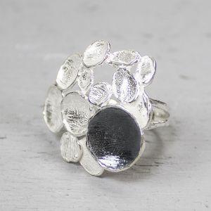18008 - Ring zilver met geoxideerd deel