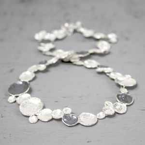 18067 - Collier bubbels zilver oxy + wit