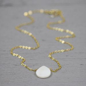 18785 - Collier gold filled met parelmoer steen