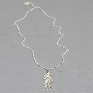 20238 - Collier zilver wit + hanger blaadjes klein